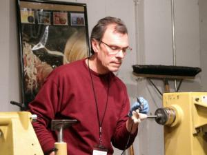 Ron Zdroik demos spraying dye with an airbrushRon Zdroik demos spraying dye with an airbrush