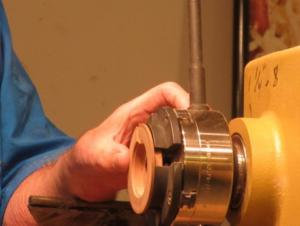 Collet for turning the top of the lid