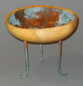 Legged bowl - Ron Zdroik
